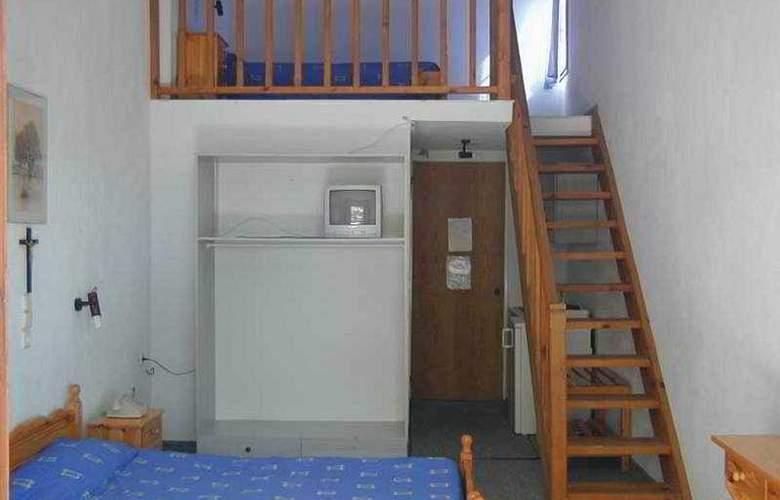 Zachos - Room - 2