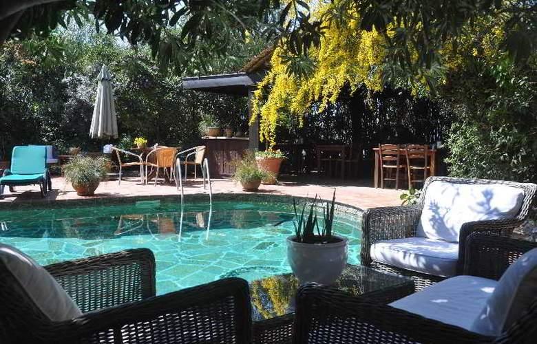 Elvino Hotel - Pool - 16