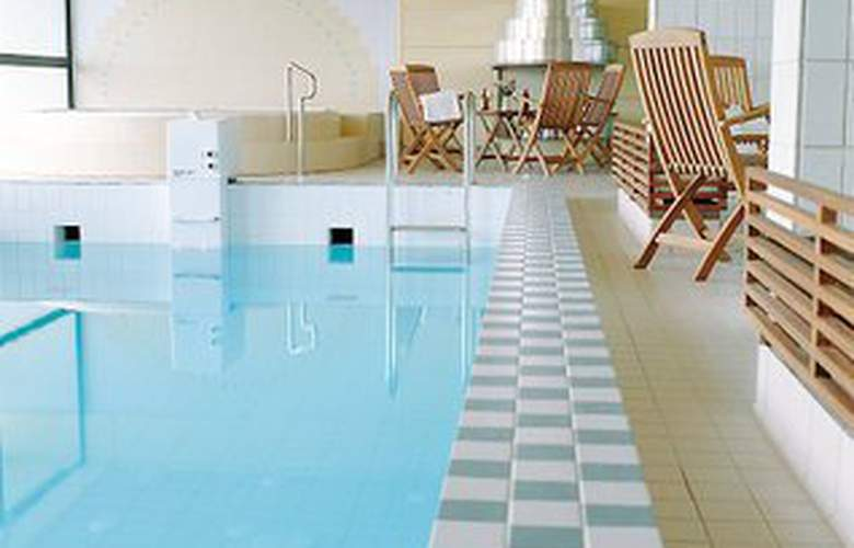 Hilton Helsinki Kalastajatorppa - Pool - 4