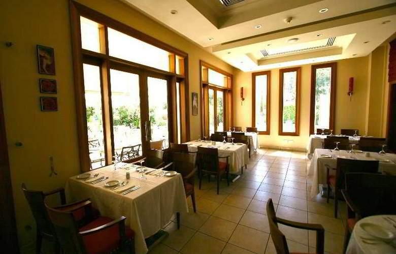 Curium Palace - Restaurant - 8