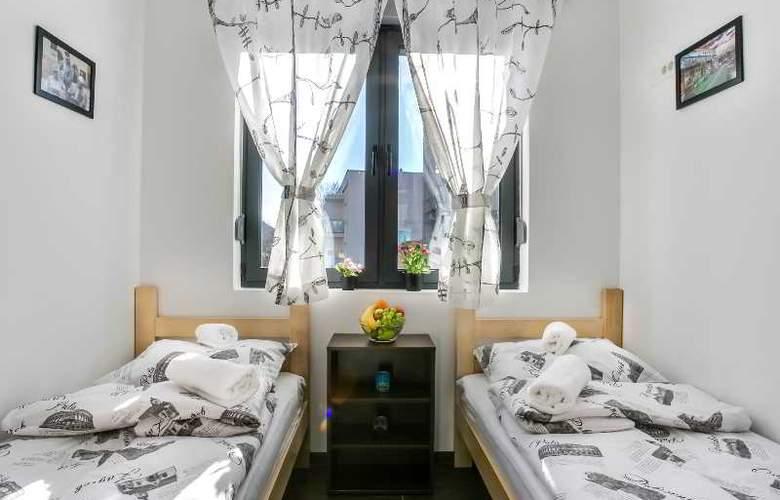 Hostel Moving - Room - 20