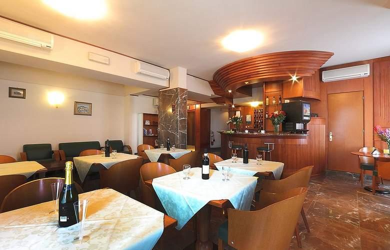 Arcadia - Restaurant - 4