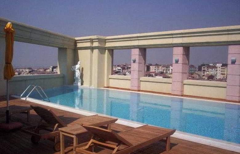 Ramada Plaza Istanbul - Pool - 3