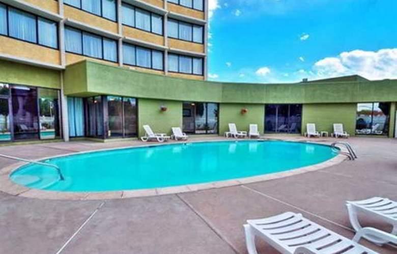 Quality Inn Denver Central - Pool - 0