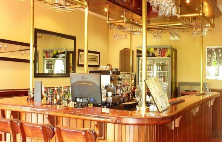 Greenway Woods Resort - Bar - 33