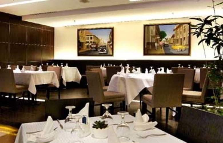 Aston Braga Hotel & Residence - Restaurant - 4