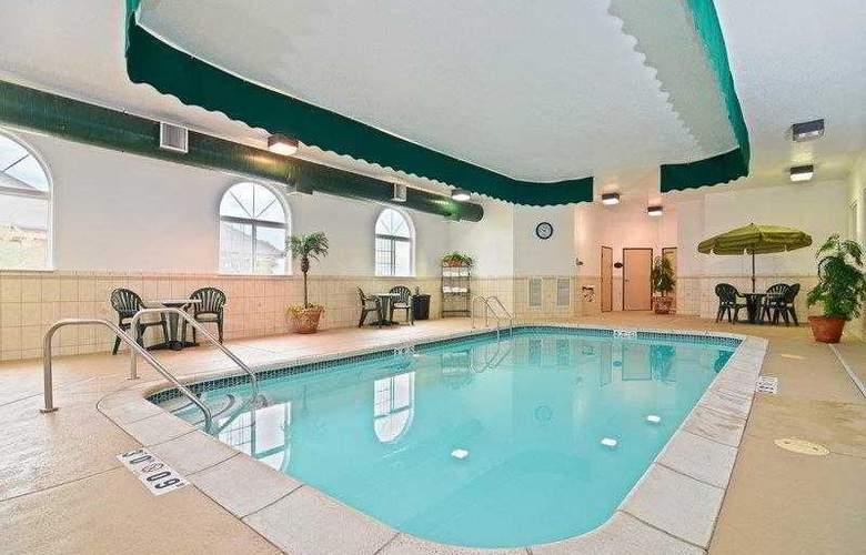 Best Western Plus Macomb Inn - Pool - 61