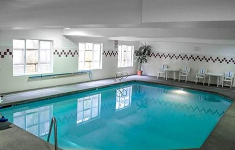 Quality Suites Southwest - Pool - 32