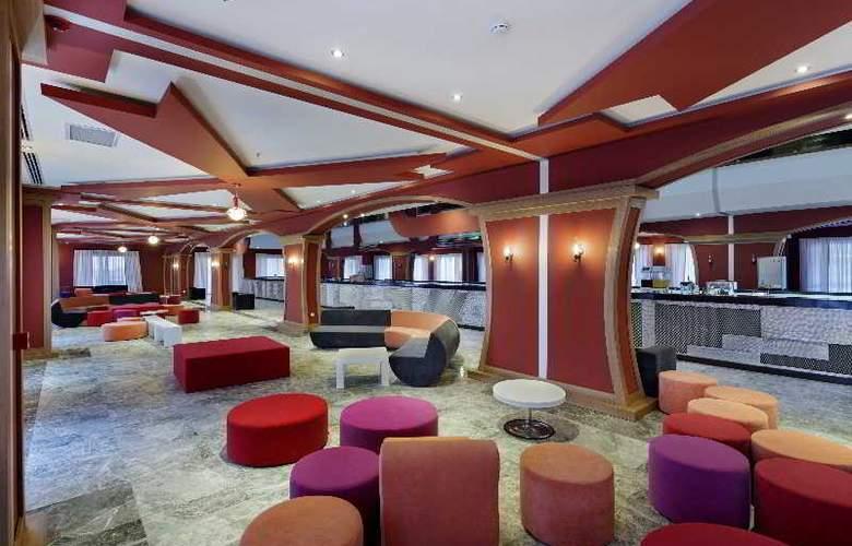 Zen The Inn Resort & Spa - Bar - 15