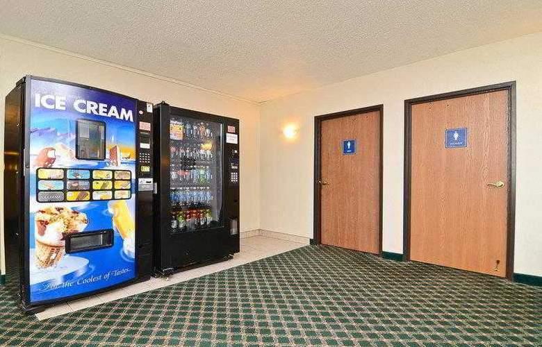 Best Western Ambassador Inn & Suites - Hotel - 26