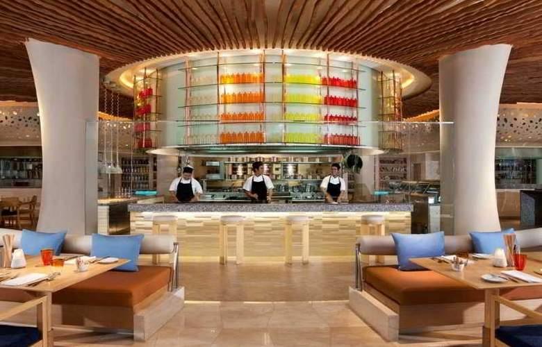 Renaissance Phuket Resort & Spa - Restaurant - 11