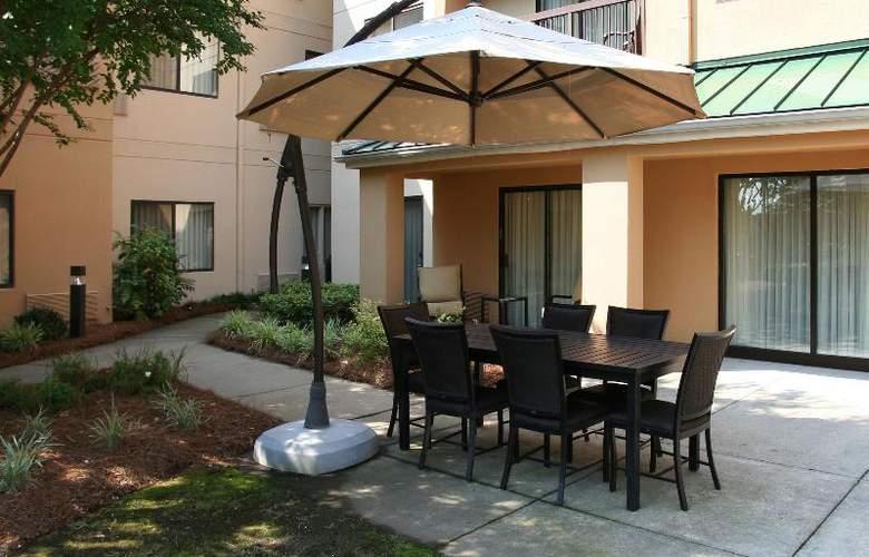 Courtyard Charlotte Matthews - Hotel - 20