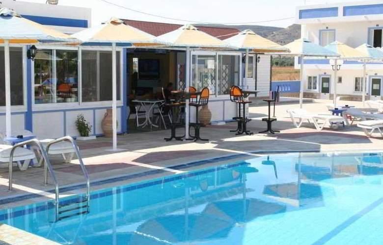 Mammis Beach - Pool - 1
