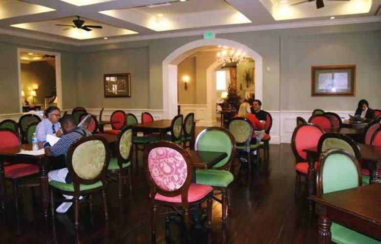 Hampton Inn and Suites - General - 3