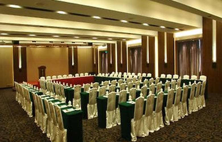Bai Yun - Conference - 8