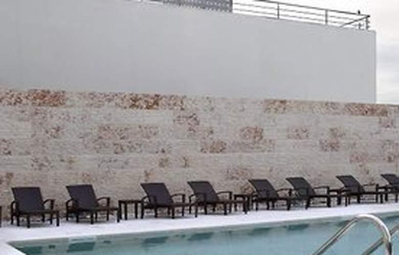 Sheraton Lisboa and Spa - Pool - 5