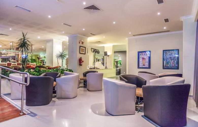 Santa Eulália Hotel Apartamento & Spa - Bar - 15