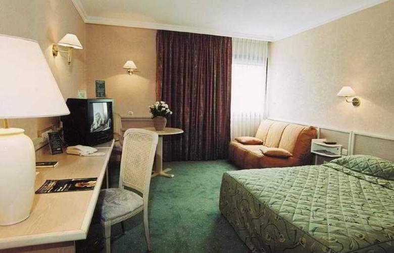 Lyon Est Logis de France - Room - 1