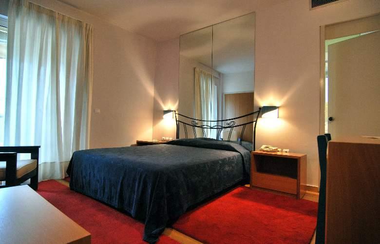 Iniohos Hotel - Room - 2
