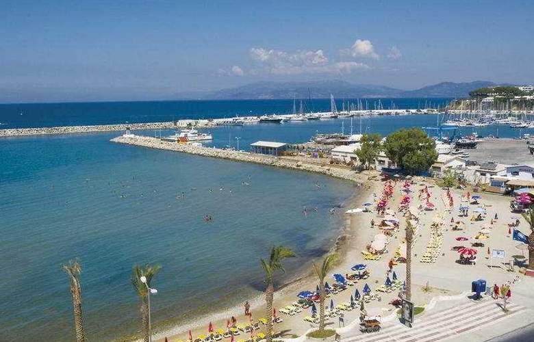 Palm Hotel - Beach - 6