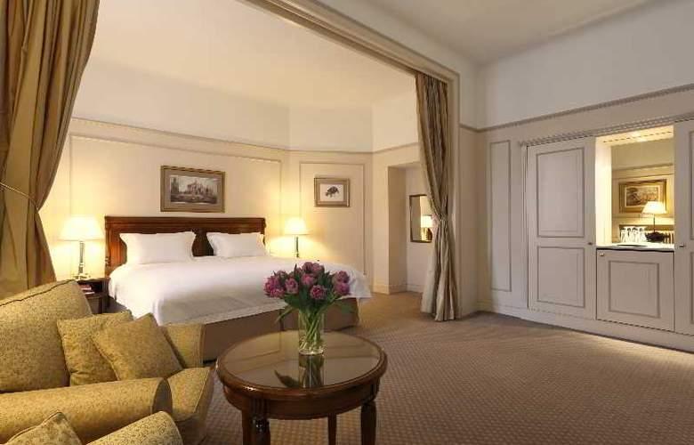 Le Plaza - Room - 5