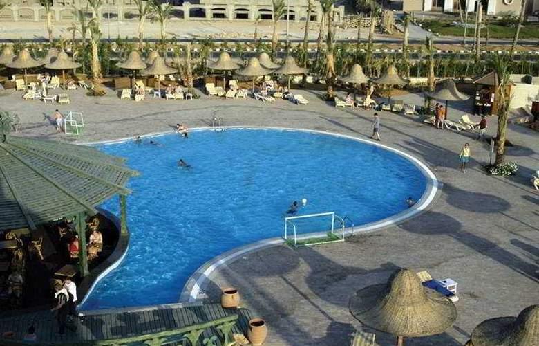 Park Inn - Pool - 3