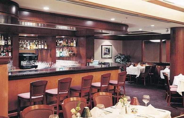 Charlton's Cedar Court - Restaurant - 5