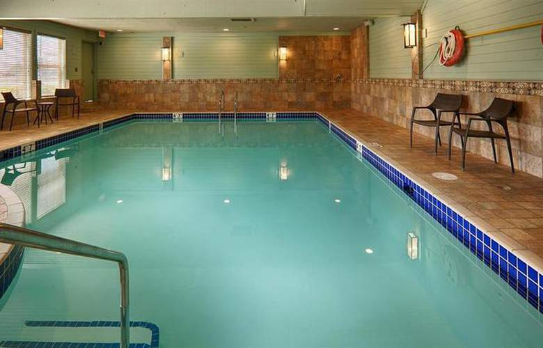 Best Western Langley Inn - Pool - 50