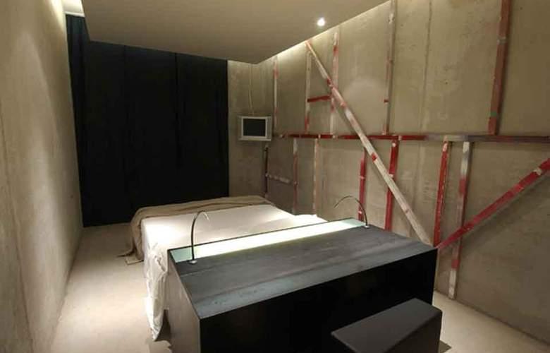 Straf - Room - 2