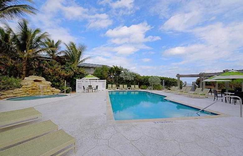 Courtyard by Marriott Hutchinson Island - Pool - 8