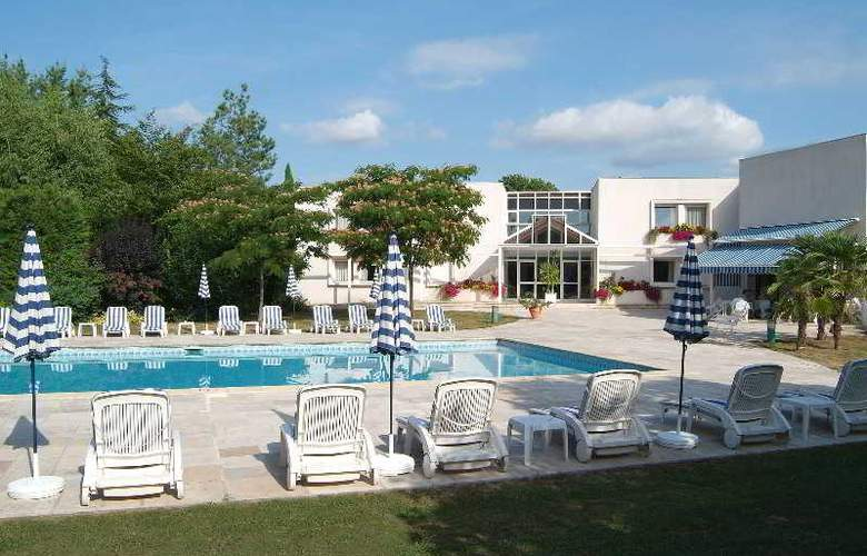 Interhotel La Closerie - Pool - 10