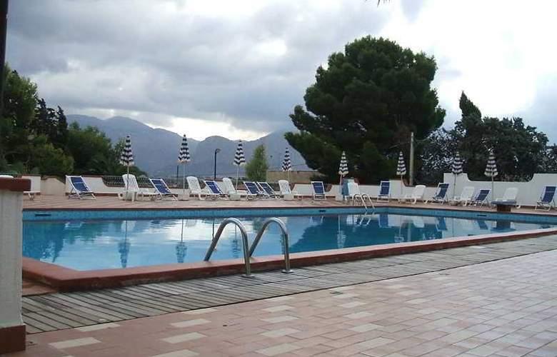 Azzolini - Pool - 3