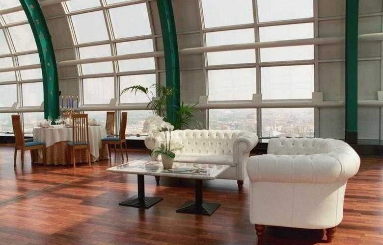 Montresor Tower - Restaurant - 8
