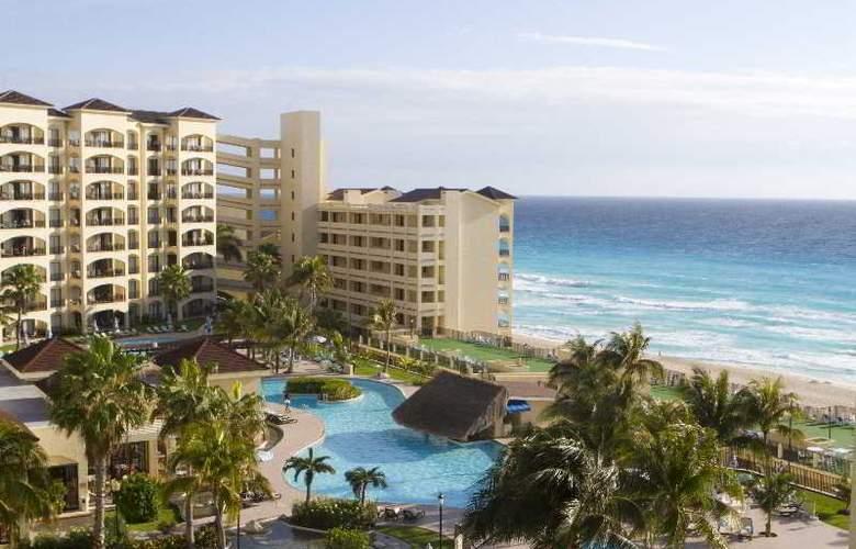 The Royal Caribbean - Pool - 18