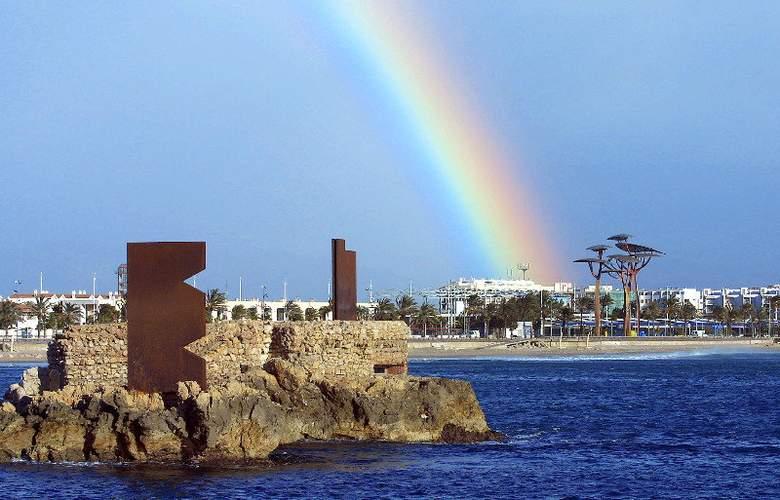 Oferta Hotel 4 Estrellas Costa Dorada con entradas incluidas a PortAventura Park - Hotel - 1