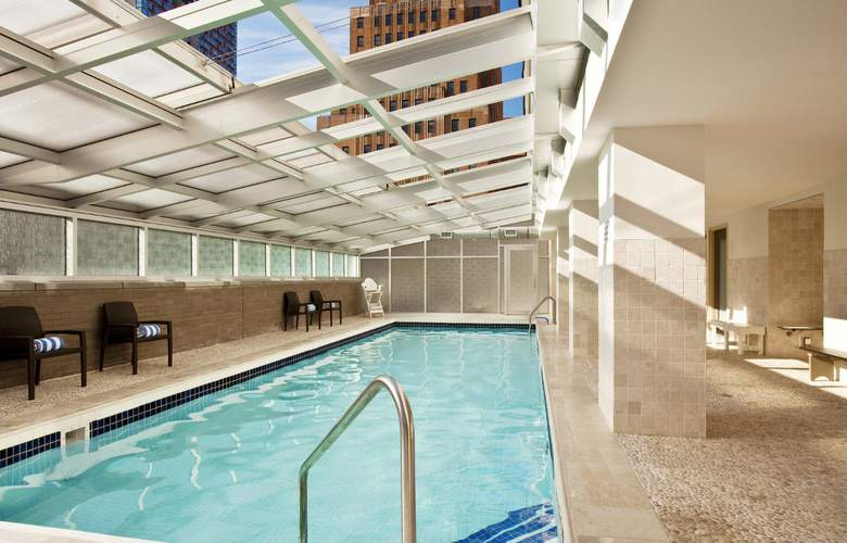 Sheraton Brooklyn New York Hotel - Pool - 3