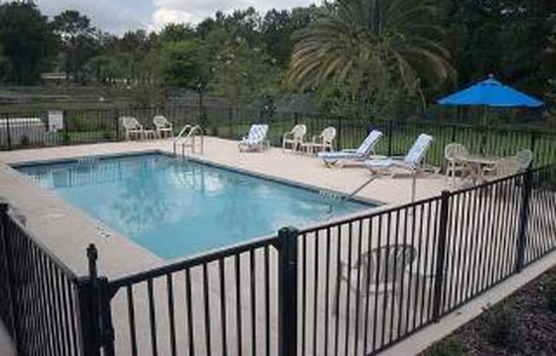 Sleep Inn & Suites Gainesville - Pool - 5