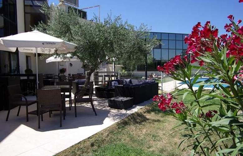 Aéroport Montpellier Méditerranée - Terrace - 6