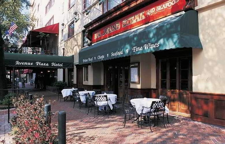 Avenue Plaza Hotel - Bar - 1