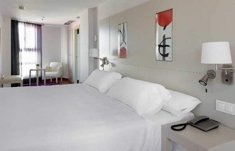 NH Valencia Las Artes - Room - 3