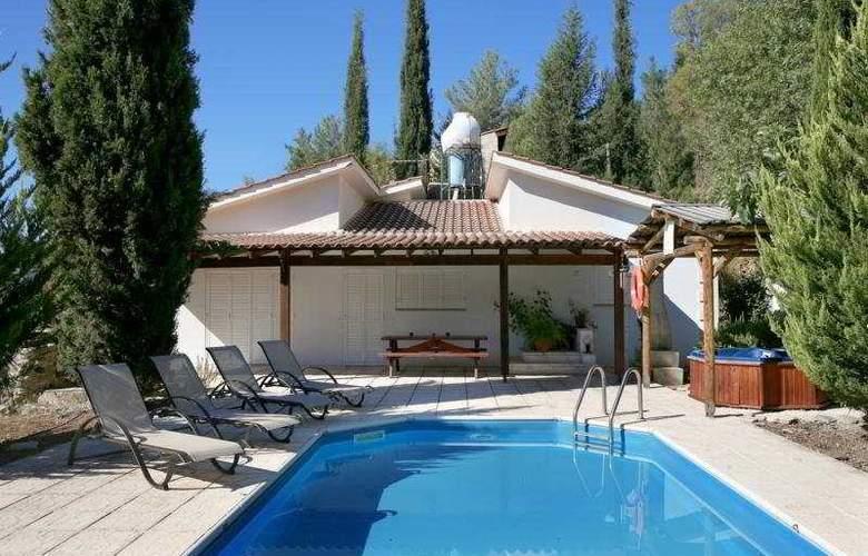 Z&X Holiday Villas - Pool - 2