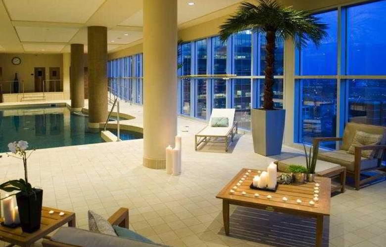 Le Crystal Hotel - Pool - 8