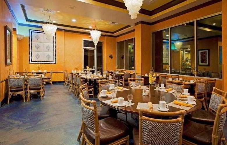 Crowne Plaza Melbourne Oceanfront - Restaurant - 31