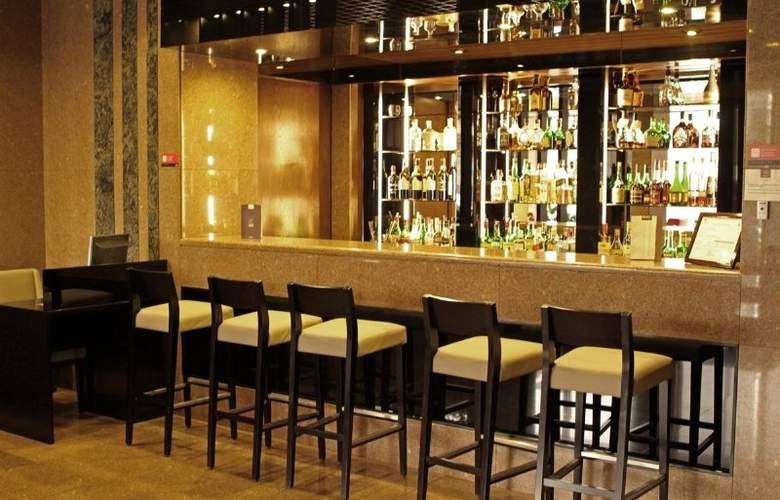 Dighton - Bar - 8