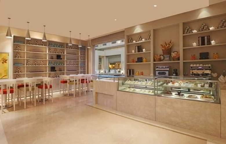 DoubleTree by Hilton Agra - Bar - 4