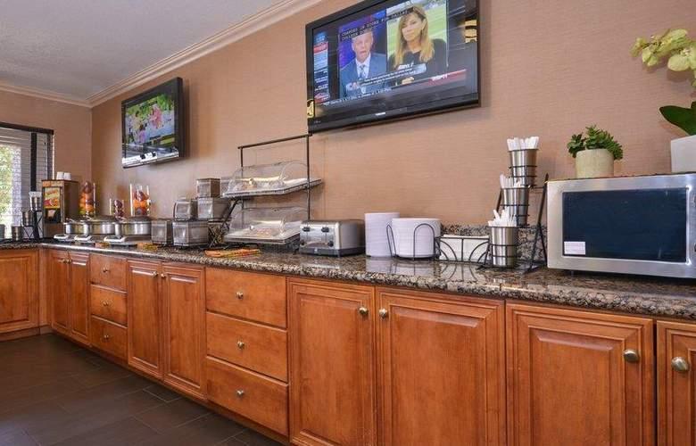 Best Western Plus Innsuites Phoenix Hotel & Suites - Restaurant - 83