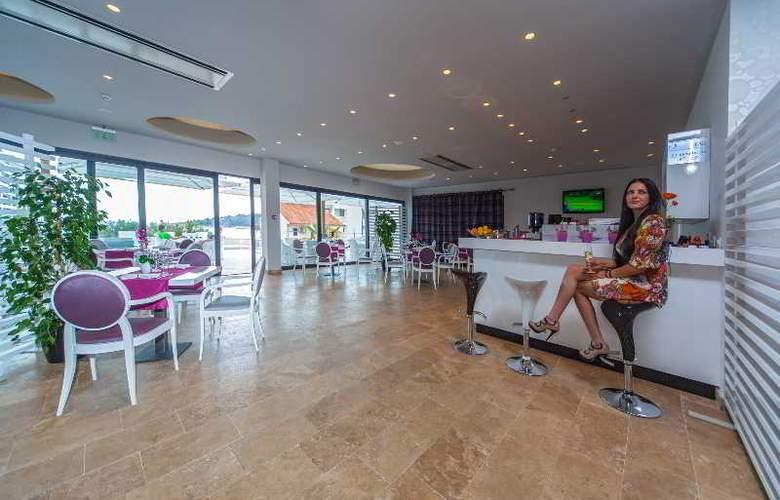 Boutique Hotel Life - Restaurant - 19