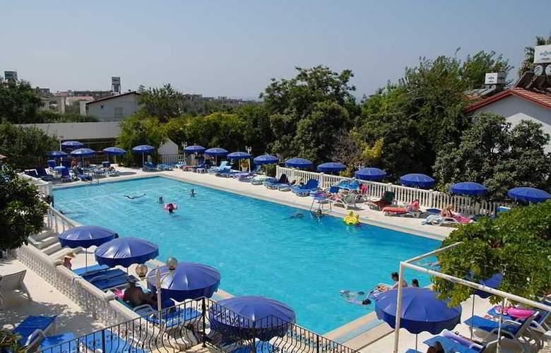 Riverside - Pool - 4