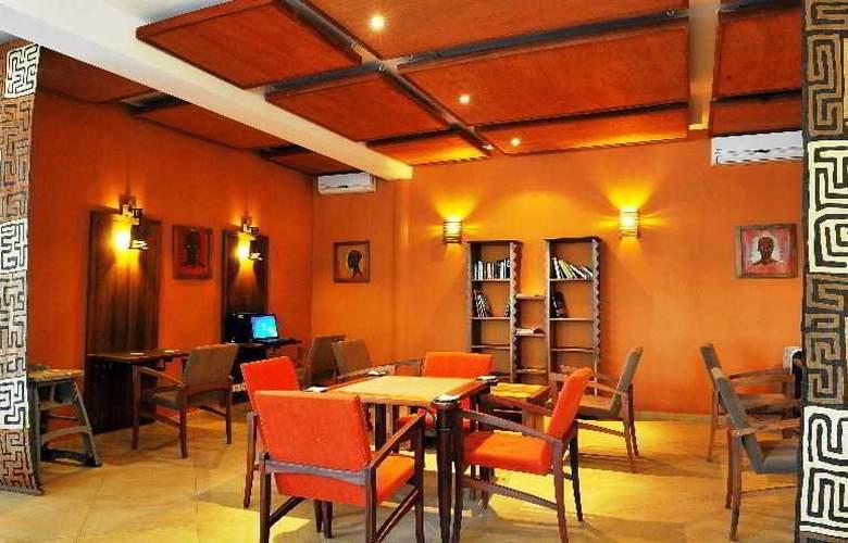 Lamantin Beach Hotel - Bar - 9