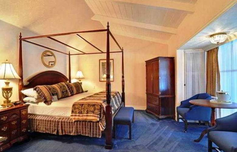 Town And Country Resort Hotel - Room - 9